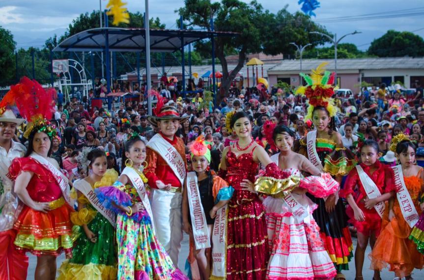 Con imposición de bandas a reinas infantiles, se abrió el Carnaval de losNiños