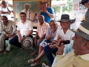 CAMILO CON AMIGOS Y FAMILIARES