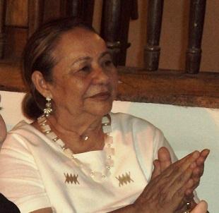 Mercedes Barcha en el lanzamiento del 43 Festival Vallenato en Cartagena, nunca se cansó de aplaudir esos cantos vallenatos pegados a su corazón - copia