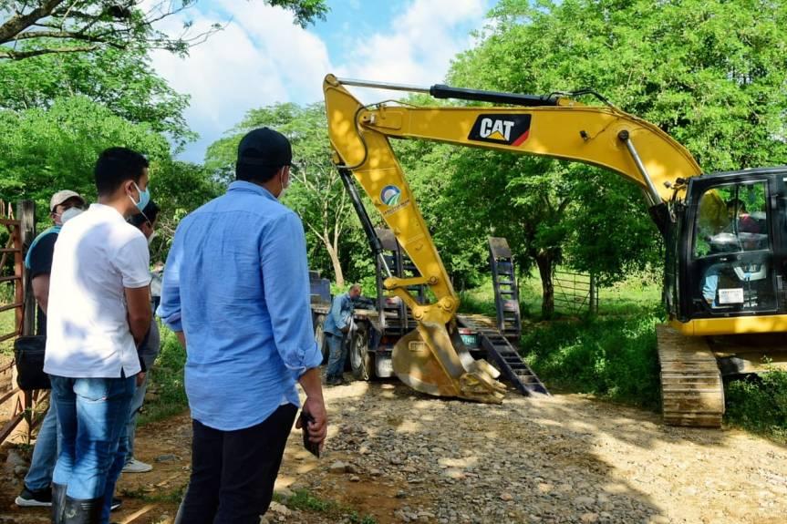 Con banco de maquinaria se iniciaron trabajos de habilitación en la vía Ayacucho-Guamalito