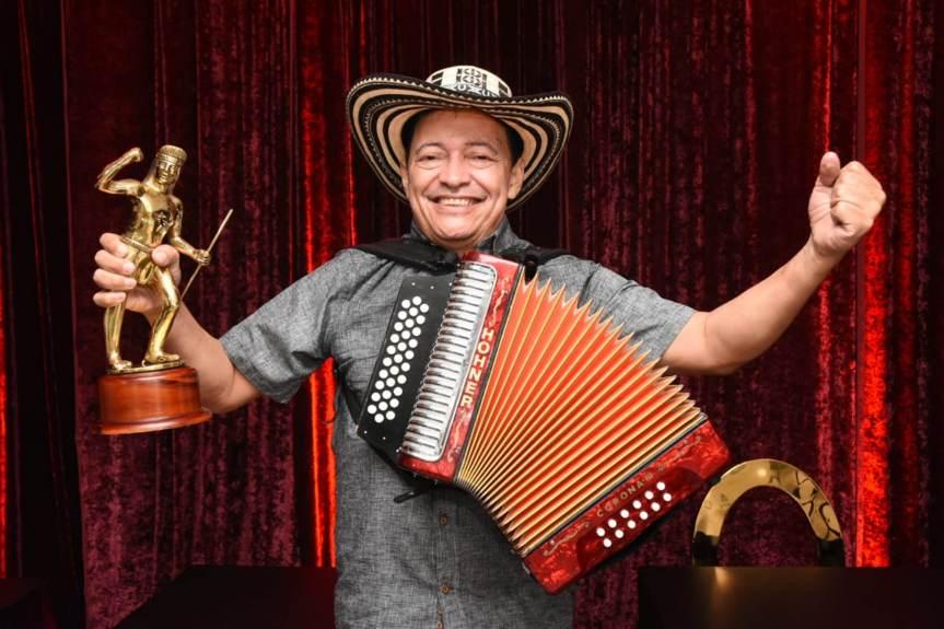 Manuel Vega se corona Rey Vallenato tras 22 años de participación en elFestival