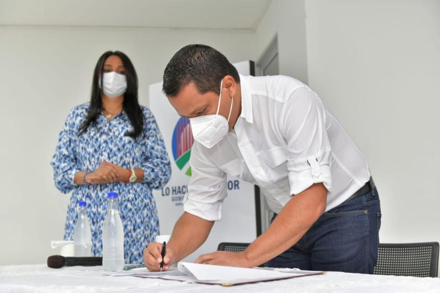 Gobernador Monsalvo firma convenio con la Universidad Nacional para el estudio y diseño de cinco macroproyectos para elCesar