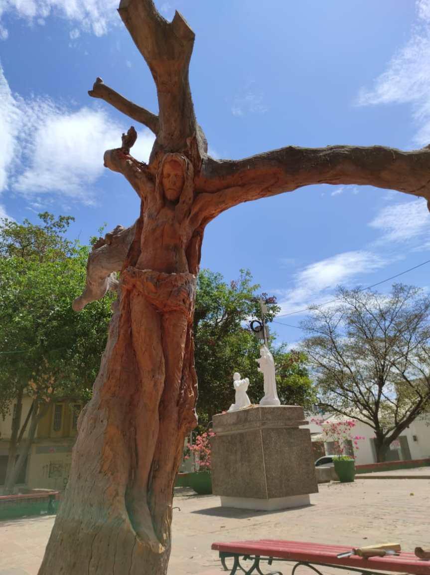 Jesús tallado en un árbol se convierte en obra de arte representativa paraValledupar