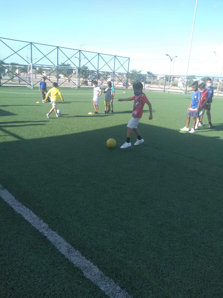 Escuela deportiva en el barrio VillaHaydith